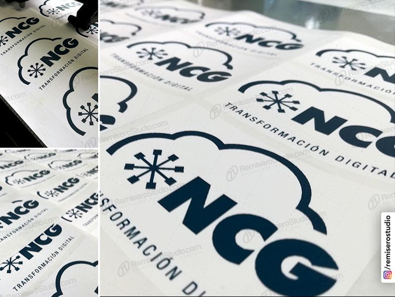 Stickers adhesivos en papel couche con laminado mate